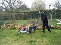 Jardinage Saint Arnoult en Yvelines, tonte, bêchage, désherbage, taille